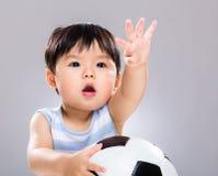 Милый ребёнок с футболом стоковое изображение