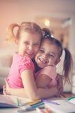 Милый рисовать маленьких девочек Стоковые Изображения
