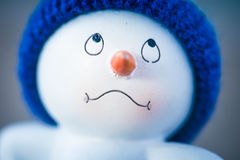 Милый снеговик на деревянном столе Стоковое фото RF