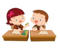 Милый студент девушки давая для друга Стоковое фото RF