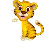 Милый тигр младенца представляя с пустым знаком иллюстрация вектора