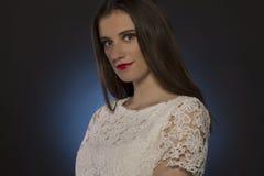 Милый фотограф женщины с ретро камерой Стоковые Фото