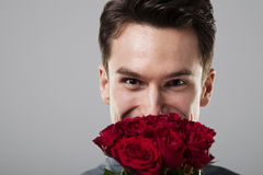 Человек с цветками стоковые изображения rf