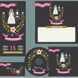 Милый шаблон дизайна свадьбы установил с флористическим венком бесплатная иллюстрация