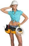 Милый электрик в шлеме, шортах, рубашке, инструменте Стоковые Изображения