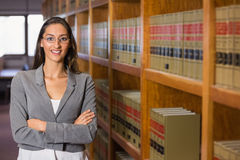 Милый юрист в библиотеке закона стоковое фото