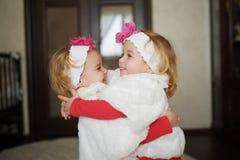 2 милых двойных девушки Стоковые Изображения RF