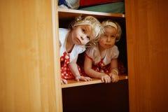 2 милых двойных девушки Стоковое Изображение RF