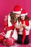 2 милых девушки носят стиль рождества Стоковая Фотография RF