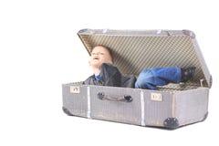 Младенец в ретро чемодане, белой предпосылке Стоковая Фотография RF