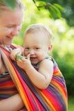 Младенец в слинге стоковые фотографии rf