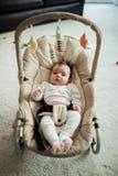 Младенец в стуле хвастуна стоковое фото rf