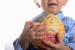 Младенец держа глобус стоковое фото
