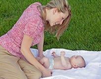 младенец ее играть мати Стоковые Фотографии RF