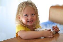 Младенец играя с деньгами Стоковые Фотографии RF