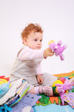 младенец играя redhead Стоковые Фотографии RF