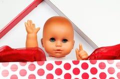 Младенец - кукла в коробке Стоковое Изображение