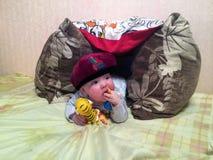 Младенец лежит в временном шатре Стоковые Фото