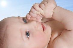 младенец милый outdoors Стоковые Изображения RF