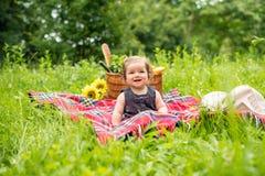 Младенец на пикнике Стоковые Изображения