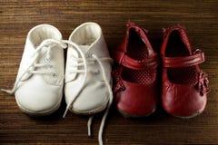 младенец спаривает ботинки 2 Стоковые Изображения