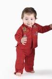 младенец сперва учя шаги для того чтобы погулять Стоковое фото RF