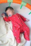 младенец спит сладостно стоковые фото