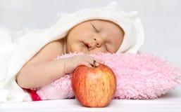 Младенец с яблоком стоковая фотография rf