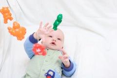 младенец 8 играя игрушки Стоковое Фото