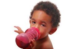 младенец выпивая multi расовое Стоковое фото RF