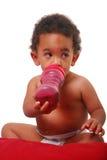 младенец выпивая multi расовое Стоковая Фотография RF