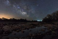 Млечный путь на реке стоковые изображения rf