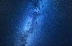 Млечный путь Ночное небо с играет главные роли как предпосылка Естественное compositon на nighttime стоковые фотографии rf