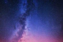 Млечный путь Ночное небо с играет главные роли как предпосылка Естественное compositon на nighttime стоковые фото