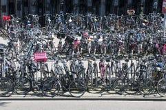 Многодельное место для стоянки велосипеда в Амстердам Стоковые Фото