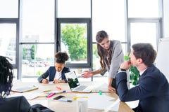 Многонациональные коллеги на деловой встрече Стоковая Фотография