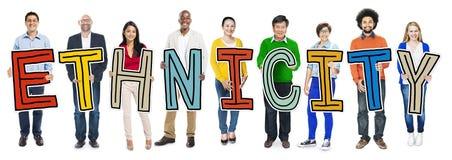 Многонациональная группа людей держа этничность письма Стоковые Фото