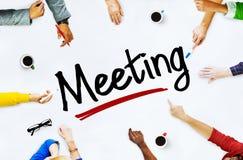 Многонациональные люди обсуждая о встрече Стоковые Изображения