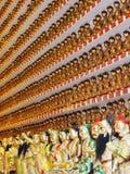 Многочисленные статуи Будды, включаемые в стены 10 тысяч монастыря Buddhas стоковое изображение rf