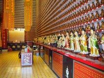 Многочисленные статуи Будды, включаемые в стены 10 тысяч монастыря Buddhas стоковое изображение