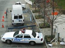 Многочисленные автомобили NYPD обеспечивая безопасность в зоне всемирного торгового центра Манхаттана Стоковые Изображения