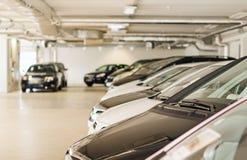 Много автомобилей в месте для стоянки Стоковое Изображение RF