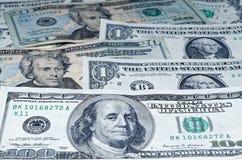 Много американских долларов как положено вне как предпосылка Стоковая Фотография RF