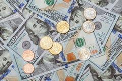 Много банкноты евро и доллара и монетки евро Стоковая Фотография