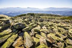 Много больших камней na górze горы Стоковое Фото