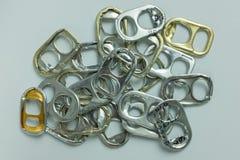 Много бронзируют и тяга золота может кольца на белой предпосылке Стоковое Фото