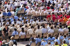 Много верных слушают к сборнику Domini отпразднованному Папой Francesco Bergoglio в Риме Стоковая Фотография