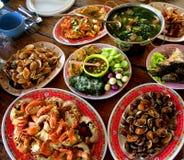 Много видов тайских блюд обедающего стоковое фото rf