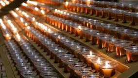 Много горя свечи с малой глубиной поля стоковое фото