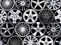 Много диск автомобиля на черной предпосылке Стоковые Изображения RF